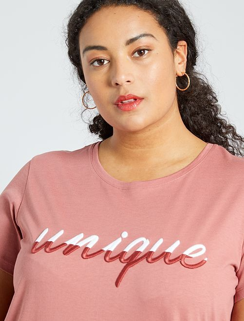 Camiseta con mensaje bordado                                         ROSA