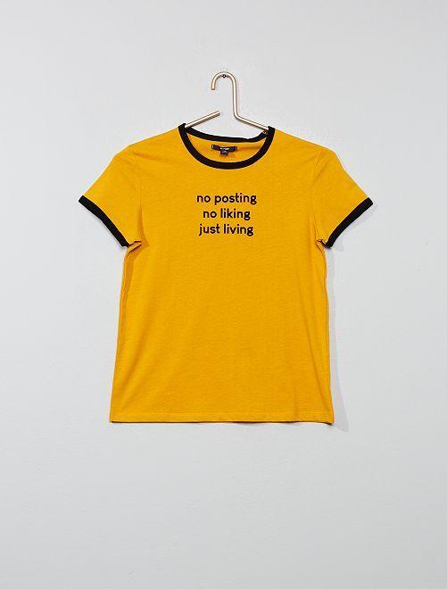 Camiseta con mensaje de terciopelo                                                                 AMARILLO Joven niña