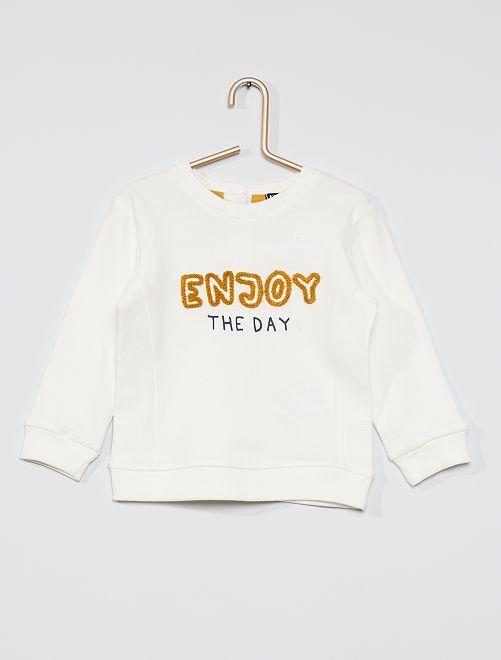 Camiseta con mensaje en relieve                                         BLANCO