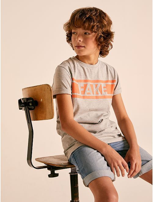 Camiseta con mensaje                                                     GRIS Joven niño