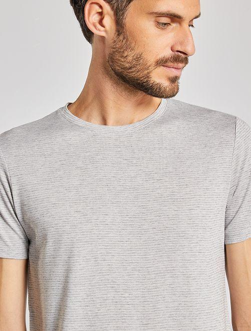Camiseta con microrrayas                                                                 GRIS
