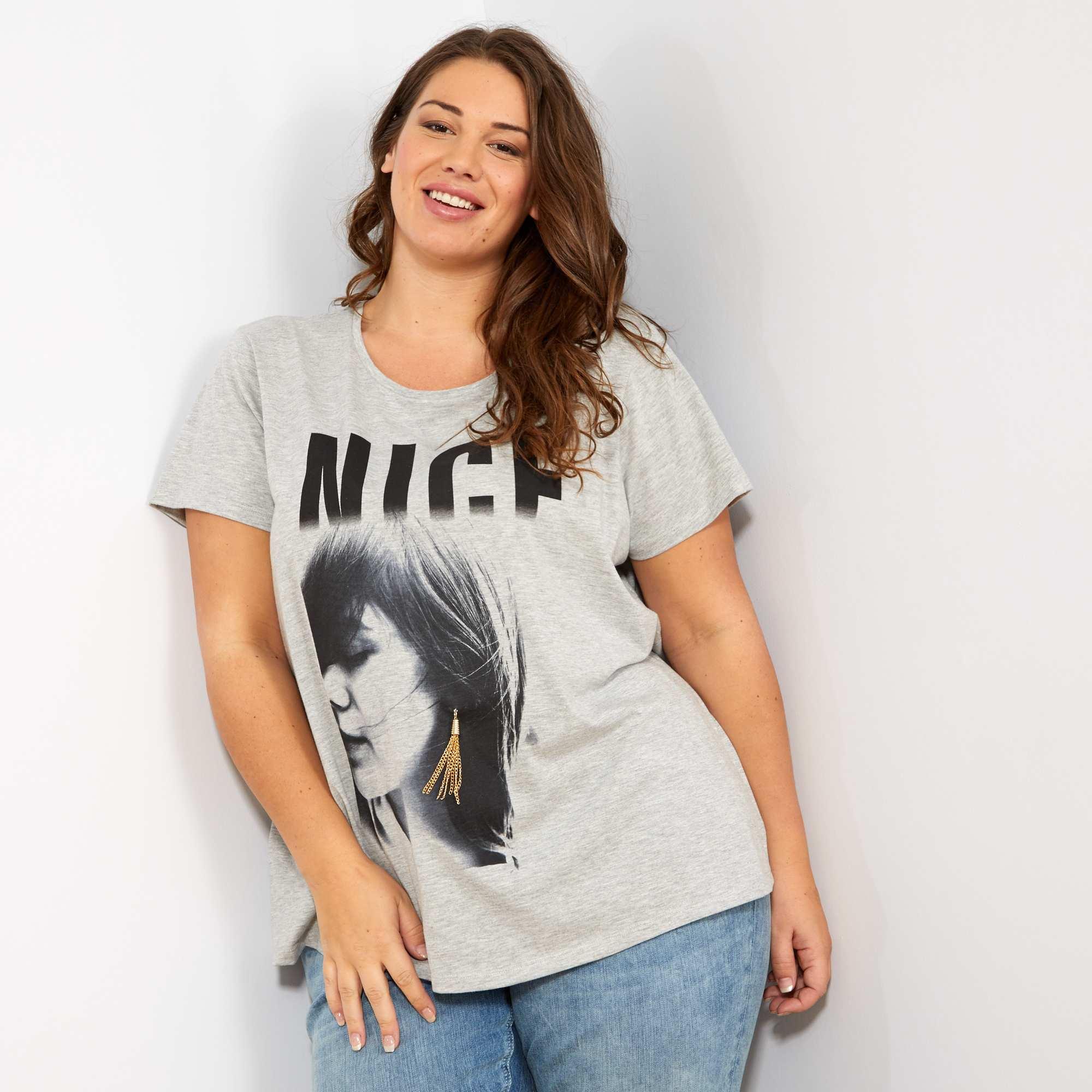 b7784fe86 Camiseta con photoprint y adorno de pendientes Tallas grandes mujer ...
