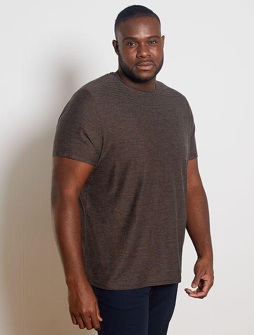 Camiseta con rayas en relieve                                         AZUL