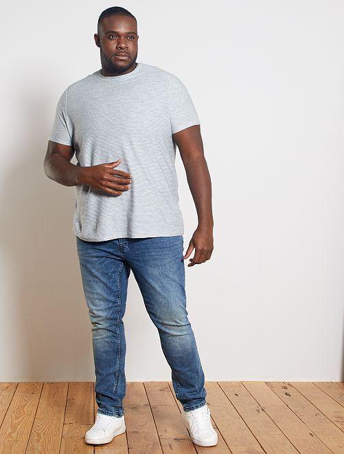 Camiseta con rayas en relieve                                         BLANCO