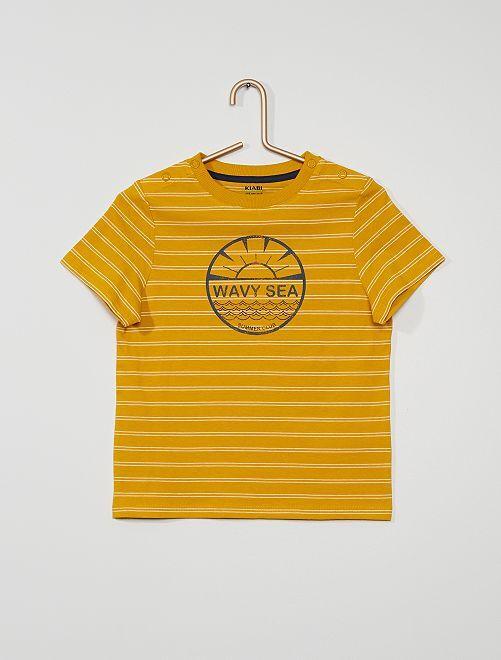 Camiseta con rayas y estampado                                         AMARILLO