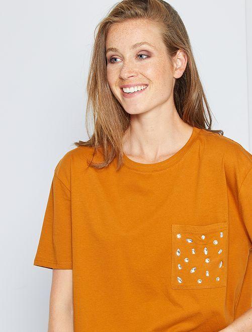 Camiseta con strass                                         marrón