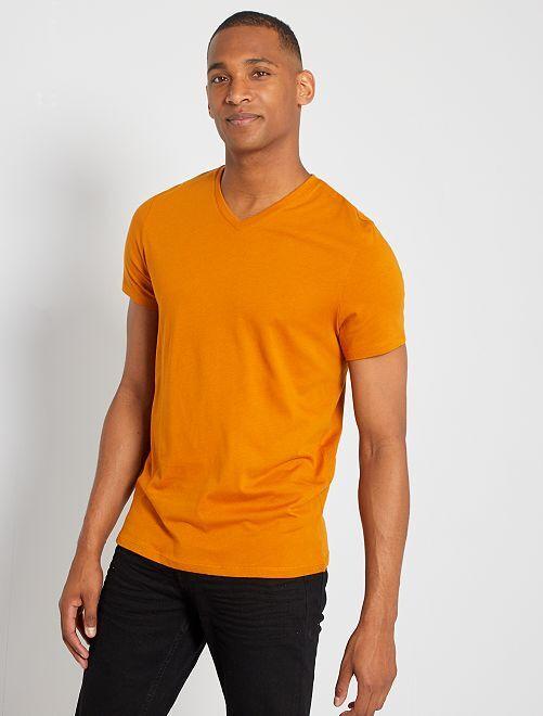 Camiseta de algodón con cuello de pico                                                                                                                             marrón