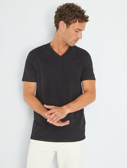 Camiseta de algodón con cuello de pico                                                                                                                                 negro
