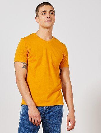 c5fa78f2583 Hombre talla S-XXL - Camiseta de algodón con cuello de pico regular - Kiabi