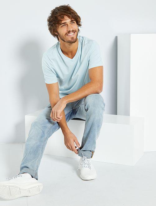 Camiseta de algodón con cuello de pico regular                                                                                                                 gris azul