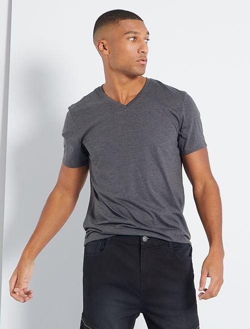 Camiseta de algodón con cuello de pico regular                                                                                                                                         GRIS