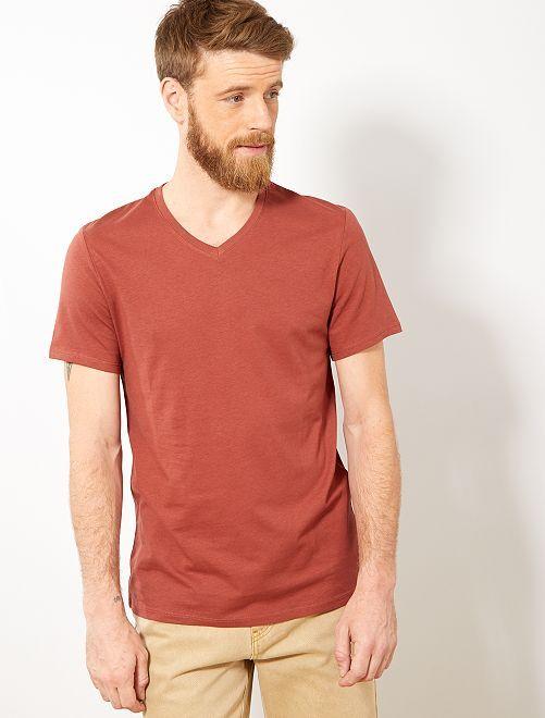 Camiseta de algodón con cuello de pico regular                                                                                                                             MARRON Hombre