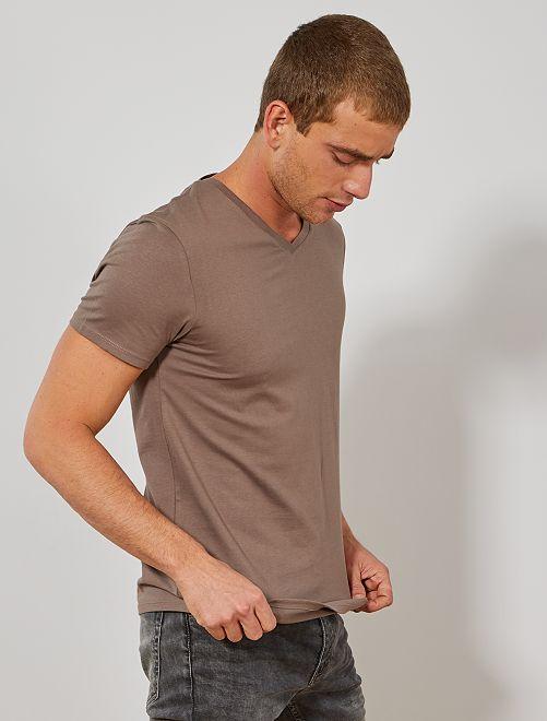 Camiseta de algodón con cuello de pico regular                                                                                                                                         marrón