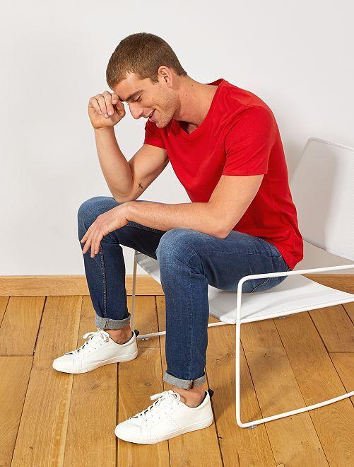 Camiseta de algodón con cuello de pico regular                                                                                         ROJO