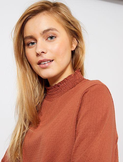 Camiseta de cuello alto de lunares                                                                             marrón