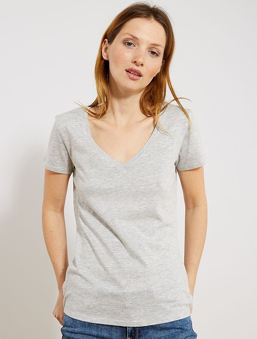 Camiseta de manga corta con cuello de pico                                         GRIS