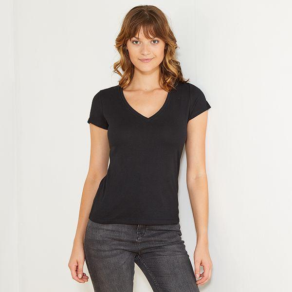 6a86e4d628fd Camiseta de manga corta con cuello de pico