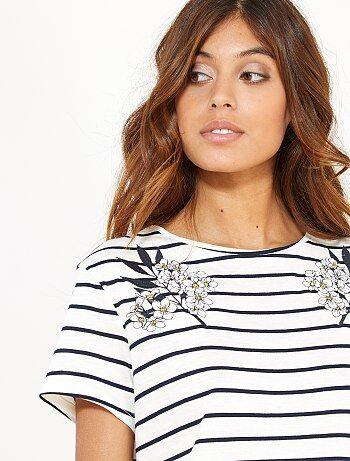 Camiseta de rayas con bordados - Kiabi