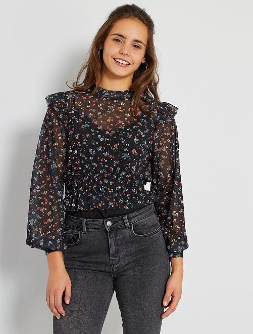 Camiseta de rejilla con estampado floral                             estampado flores