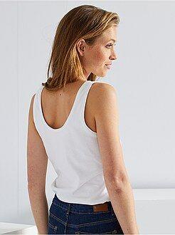 Básicas - Camiseta de tirantes cuello U