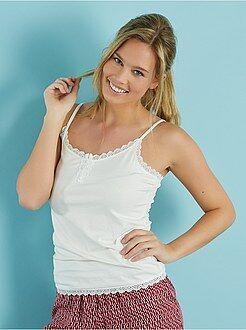Camiseta de tirantes finos con encaje
