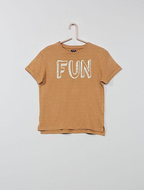 Camiseta estampada con relieve                                                                                         BEIGE Chico