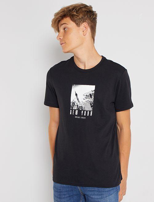 Camiseta estampada de manga corta                                                                                                                                                                                                                                                                             NEGRO