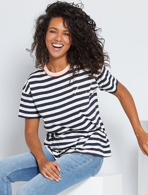 Camiseta estampada de rayas                             AZUL