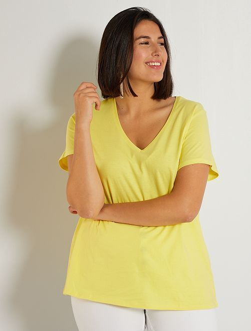 Camiseta lisa con cuello de pico                                                                                                                                                                             amarillo