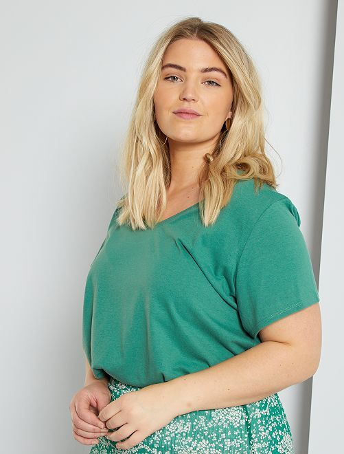 Camiseta lisa con cuello de pico                                                                                                                                                                                                                             verde pino
