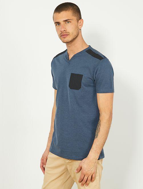 Camiseta recta con bolsillo en el pecho                                         azul petróleo/negro