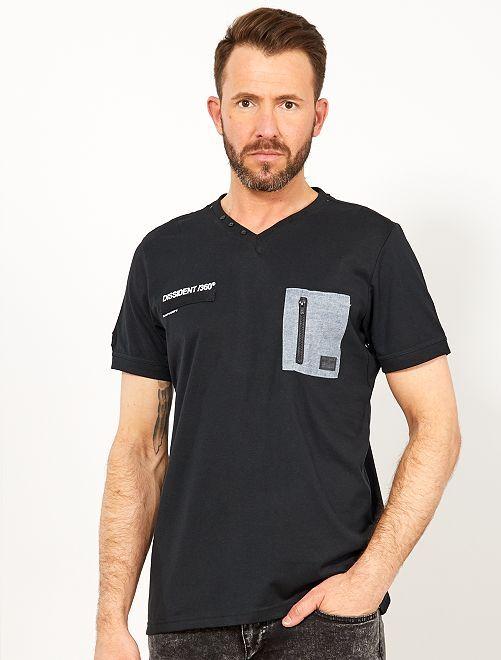 Camiseta regular con bolsillo en el pecho                                         negro Hombre