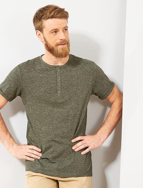 Camiseta regular con cuello panadero                                 verde selva Hombre