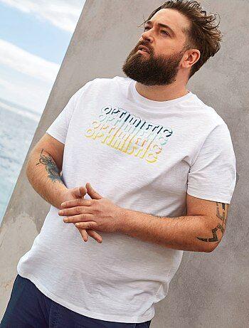 2bd7443fca44 Tallas grandes hombre - Camiseta regular con mensaje estampado - Kiabi