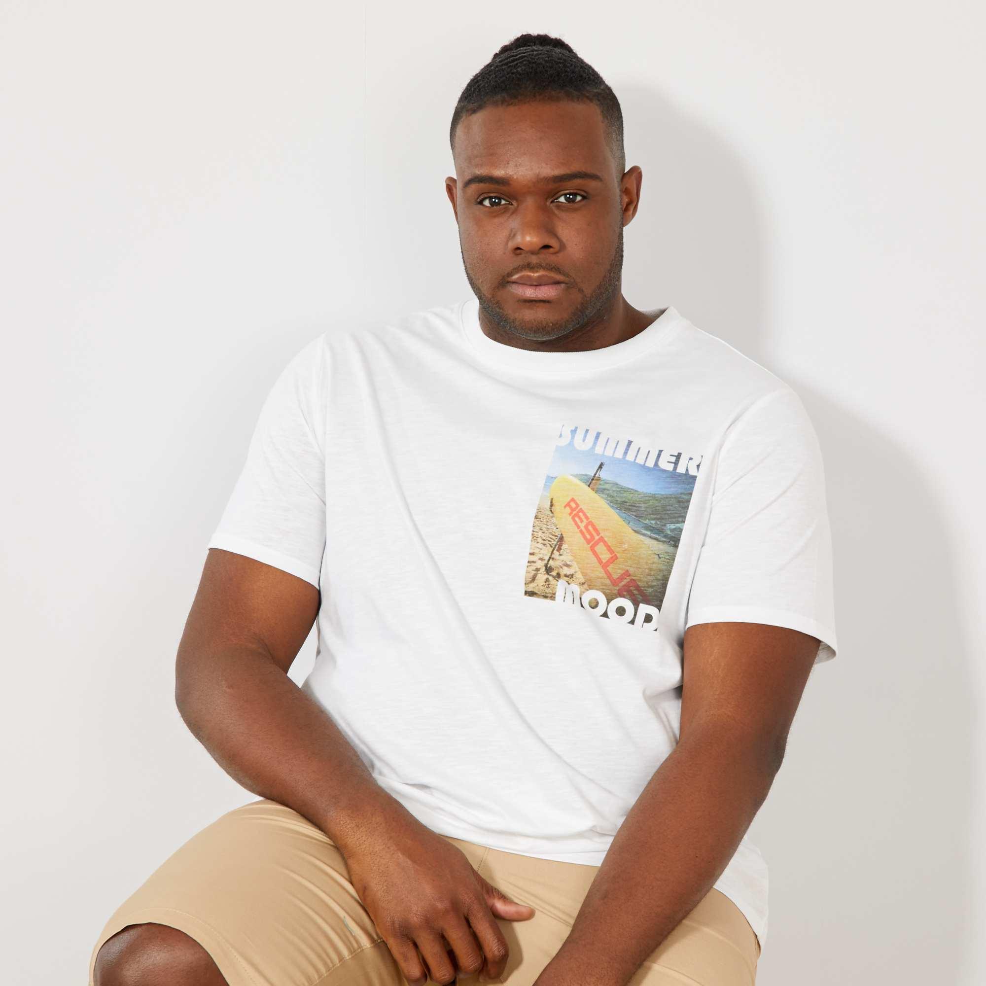 76fcb3404 Camiseta regular con photoprint en el pecho Tallas grandes hombre ...
