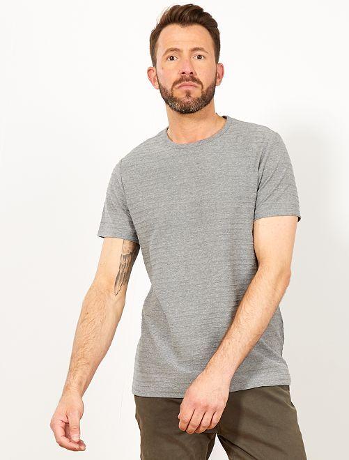 Camiseta regular con rayas en relieve                                         GRIS Hombre