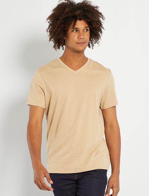 Camiseta regular de algodón con cuello de pico                                                                                                                                                                                                                                                     BEIGE