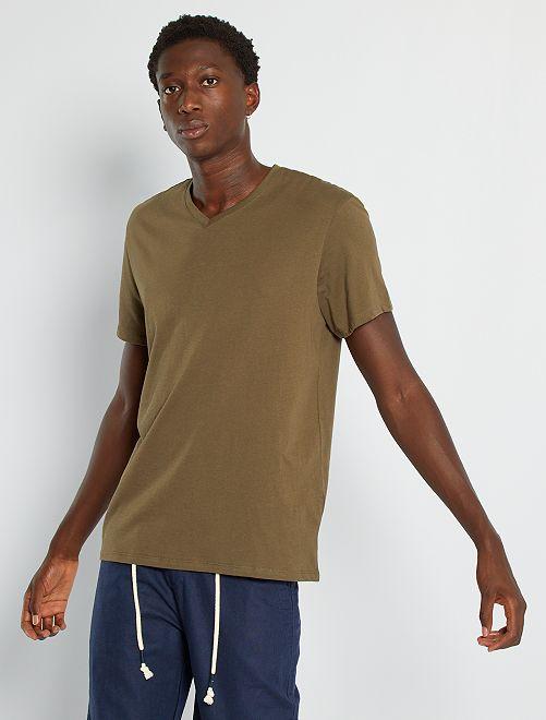 Camiseta regular de algodón con cuello de pico                                                                                                                                                                                                                                                     KAKI