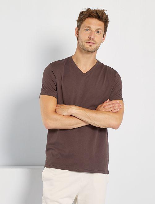 Camiseta regular de algodón con cuello de pico                                                                                                                                                                                                     marrón oscuro