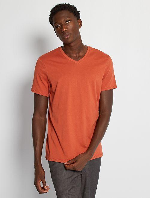 Camiseta regular de algodón con cuello de pico                                                                                                                                                                                                                                                     rojo teja
