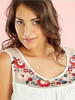 Tallas grandes mujer Camiseta sin mangas con plastrón de rejilla bordada