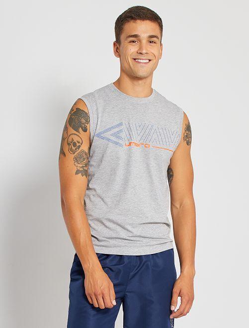 Camiseta sin mangas 'Umbro'                                         GRIS