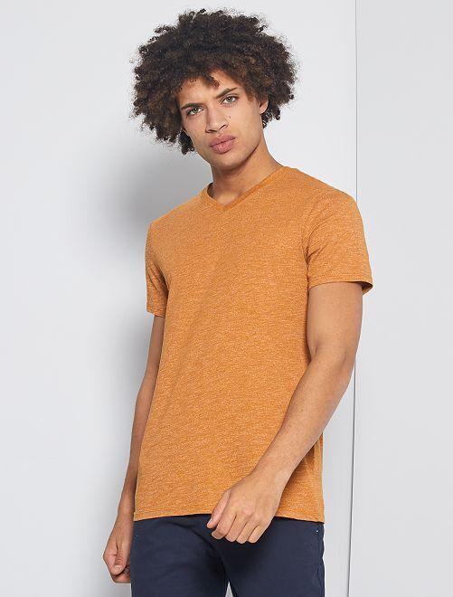 Camiseta slim con cuello de pico 'eco-concepción'                                                                             marrón