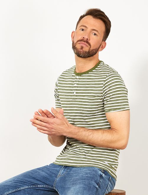 Camiseta slim de rayas con cuello panadero                                                     KAKI Hombre