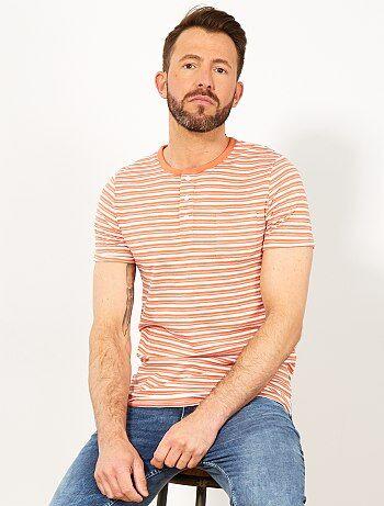 dd286efea Camiseta slim de rayas con cuello panadero - Kiabi