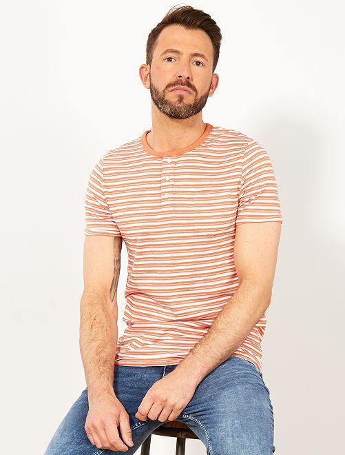 Camiseta slim de rayas con cuello panadero                                                     NARANJA Hombre