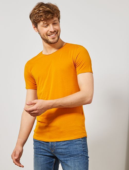 Camiseta slim fit de algodón lisa                                                                                         AMARILLO