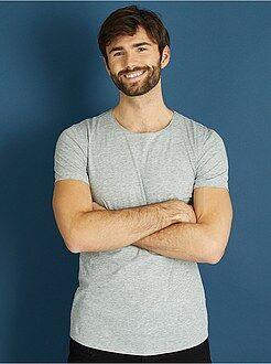 Camisetas gris - Camiseta slim fit de algodón lisa - Kiabi