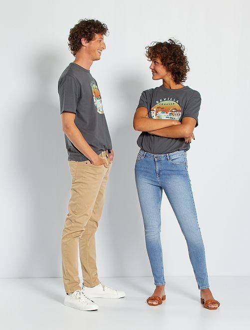 Camiseta unisex 'Sevilla'                                                     GRIS