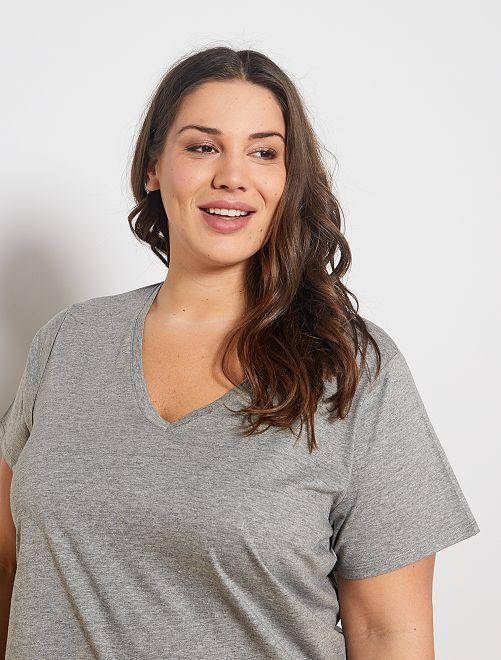 Camiseta vaporosa con cuello de pico                     GRIS